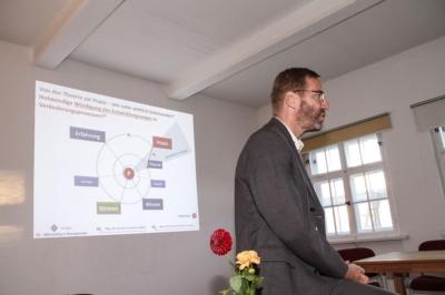 Pegau - Thomas Kujawa beim 2. Teil des Impulsvortrages Lebensfreundliches Unternehmen