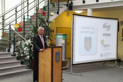 Wilfried Hollmann blickt von außen auf die Stadt Taucha - Tag Wirtschaft 2016