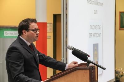 Taucha - Bürgermeister Tobias Meier eröffnet den ersten Tag der Wirtschaft in Taucha