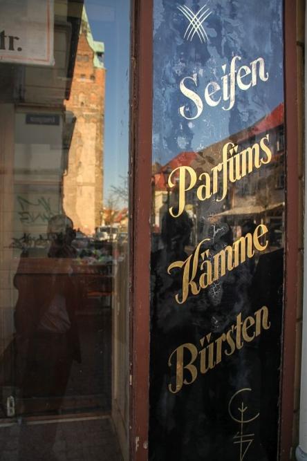 Delitzsch - das Geschäftesterben in der Breiten Straße, traditionelles Geschäft als Symbol des Leerstandes.