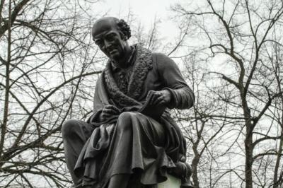 Denkmal von Samuel Hahnemann in Leipzig