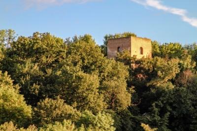 Der Sorbenturm in Eilenburg ist Teil der Burganlage Ilburg, auf der die Heinzelmännchensage beheimatet ist.