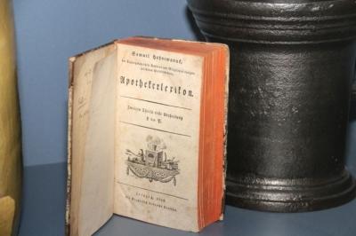 """Blick in die """"Hahnemann-Vitrine"""" im Museum von Eilenburg"""