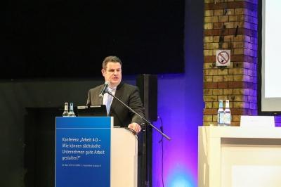 Hubertus Heil bei der Konferenz Arbeit 4.0 - Konferenz in Leipzig mit Ideen, Lösungen und Entwicklungsräumen, im Werk 2